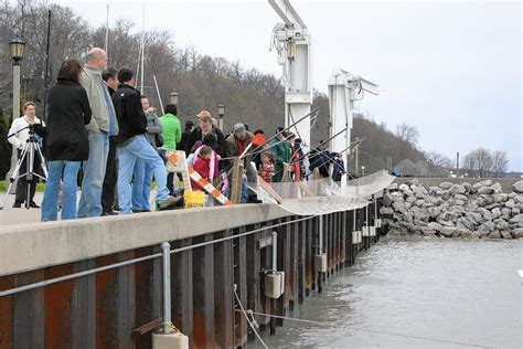 Smelt-O-Rama reels people in for Lake Michigan tradition