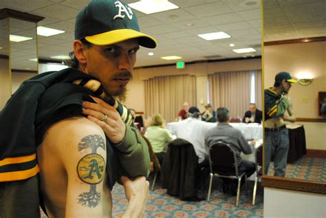 Oakland sports fans link up to try to keep teams from