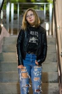 Students dust off '90s grunge trend to express