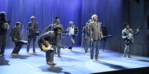 David Byrne and the Cast of American Utopia Perform 'Toe